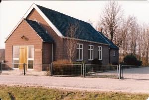 http://www.hervormddussen-hank.nl/wp-content/uploads/2013/09/Hervormd-Kerkje-Hank-na-1968-Collectie-Ds.-G.J.-van-Steeg.jpg